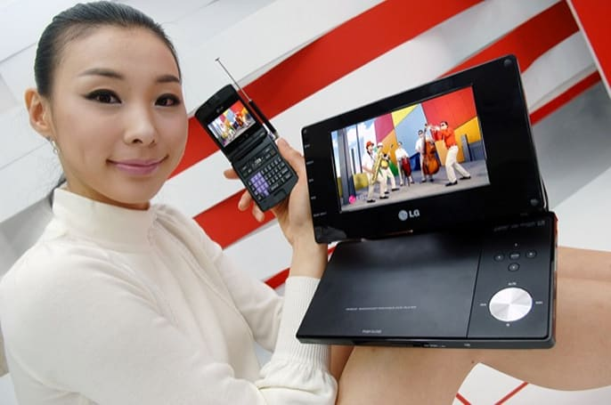 LG goes nouveau nostalgic with first US Mobile DTV devices