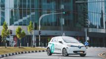世界初となる自動運転タクシーの公道試験が開始、課題は乗客の車酔い?