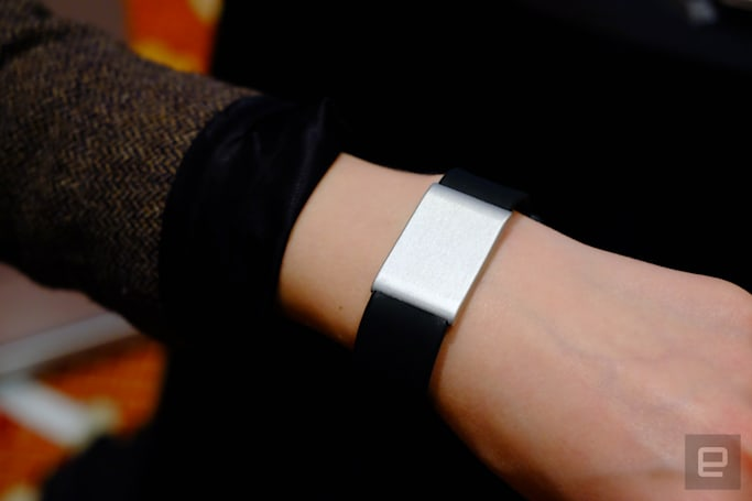This wearable wants you to spend more time with your friends