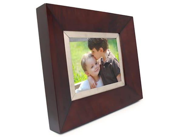 Cagic debuts stylish new 8.4-inch digital photo frame