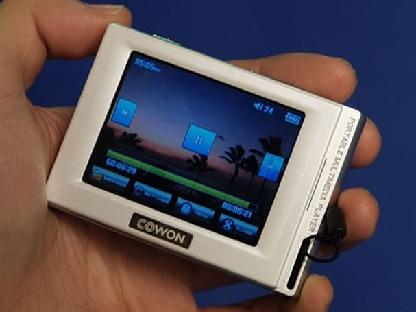 Cowon's iAudio D2 touchscreen PMP reviewed