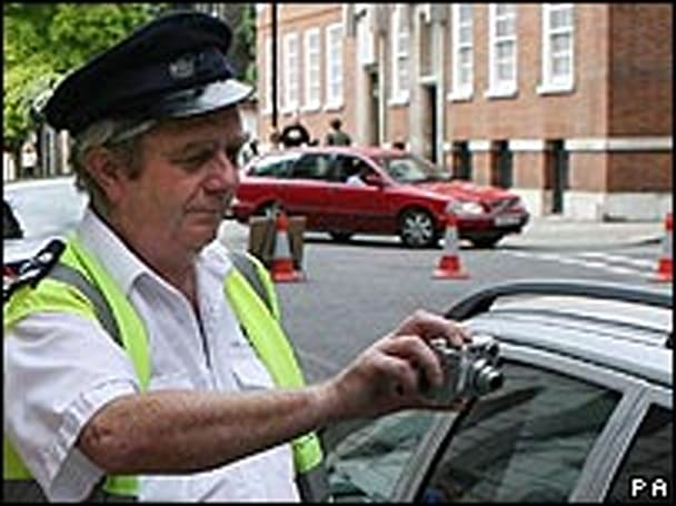 UK traffic wardens to wield handheld camcorders