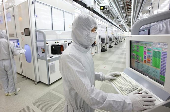 Three Samsung workers injured in second serious acid leak at chip plant (updated)