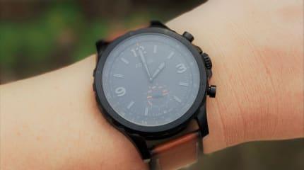 動画:希少種、アナログ腕時計型スマートウォッチ「FOSSIL Qネイト」レビュー。針で通知相手がわかるのは便利、振動がやや弱い