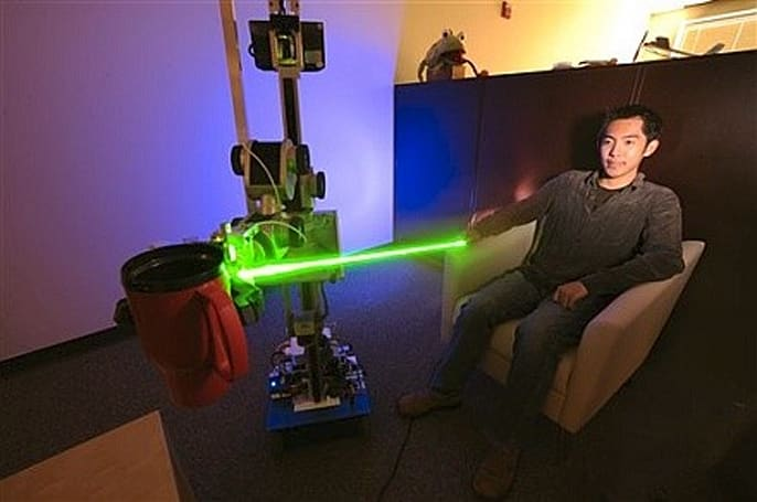 Laser-guided EL-E robot offers point-and-grab operation, the future