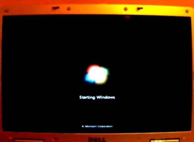 Mr. Blurrycam sneaks a peek at Windows 7's new boot video