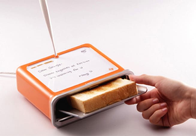 Messaging toaster burns notes into your breakfast