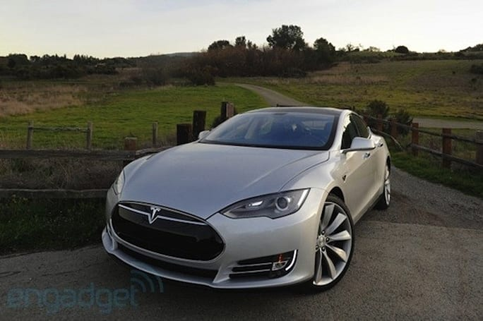 Tesla announces new service details, unconditional warranty for Model S battery