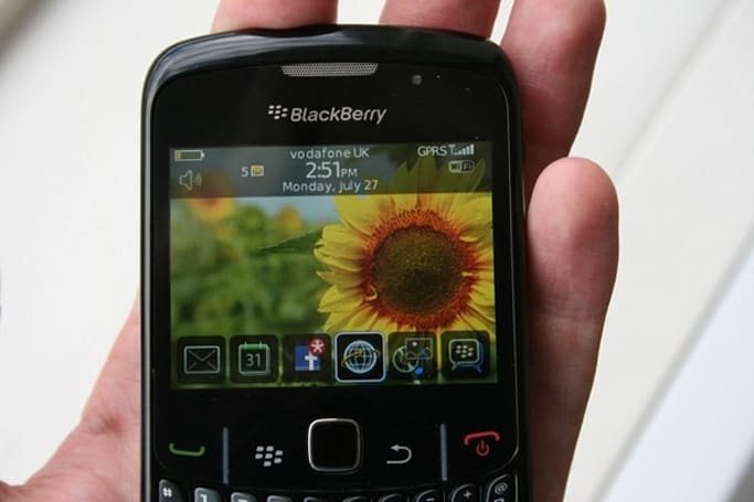 BlackBerry Curve 8520 gets a hands-on, photo shoot