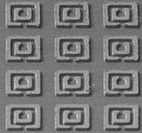 Researchers develop metamaterial with negative refractive index
