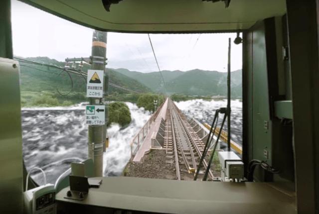 まるでVR版「電車でGO」──津波から乗客救うVRをKDDIが開発、JR西日本が4月導入へ
