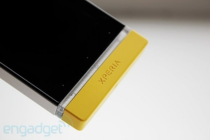 Sony's NXT trio sees the light, gets transparent bar notifications via third-party app