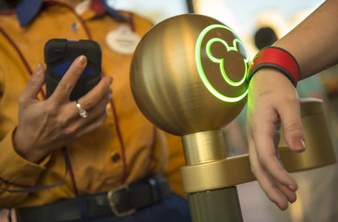 Disney World starts accepting Apple Pay and Google Wallet this week