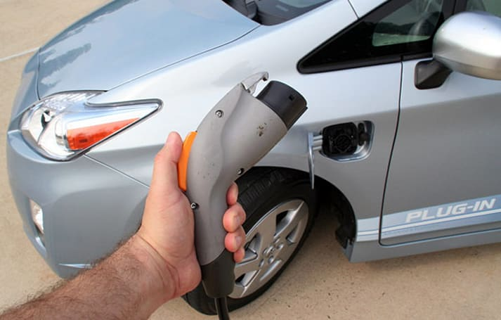 2012 plug-in Prius to include selectable EV mode, full battery regeneration