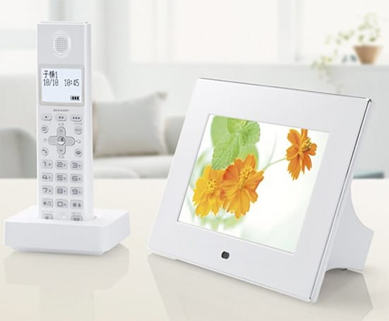 Sharp's JD-7C1CL/CW pairs a home phone and digiframe in fine fashion