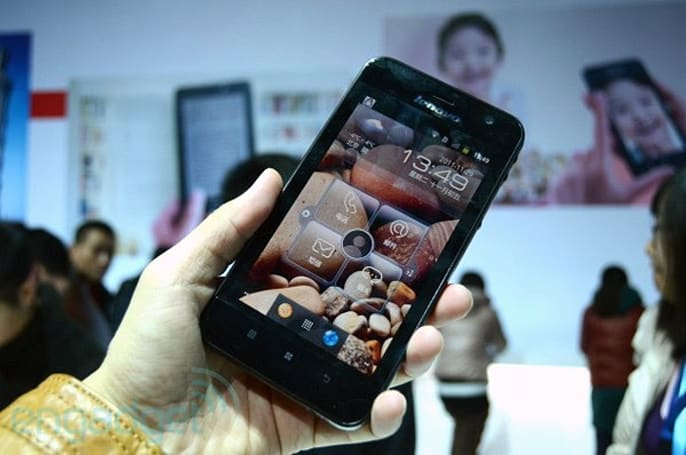 Lenovo launches LePad S2005, a 5-inch Gingerbread tabletphone for China