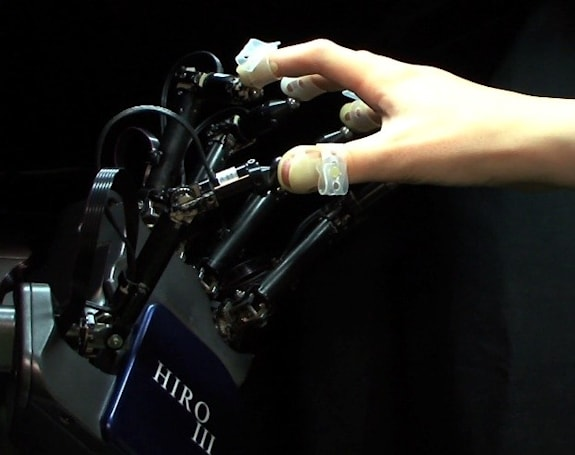 3D displays and haptic interfaces come together in HIRO III