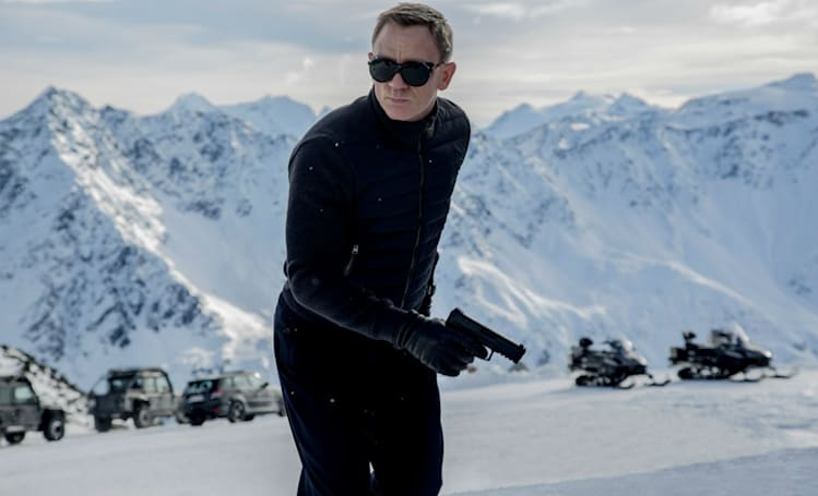 UK cinema staff will wear night-vision goggles to fight Bond (piracy)