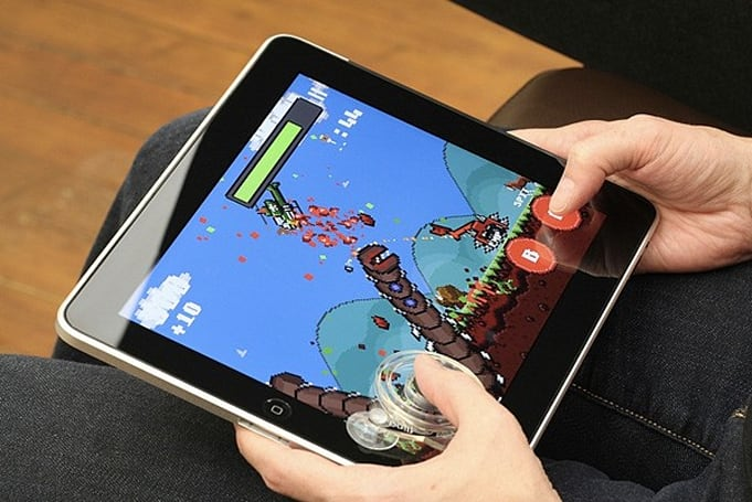 Fling joystick lets you get physical with Super Megaworm on the iPad