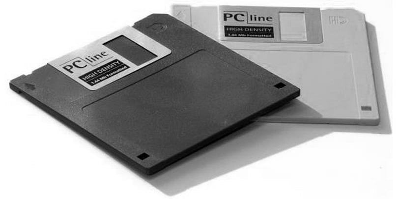 Sony shutting down Japanese floppy disk sales by March 2011, kills a tech dinosaur