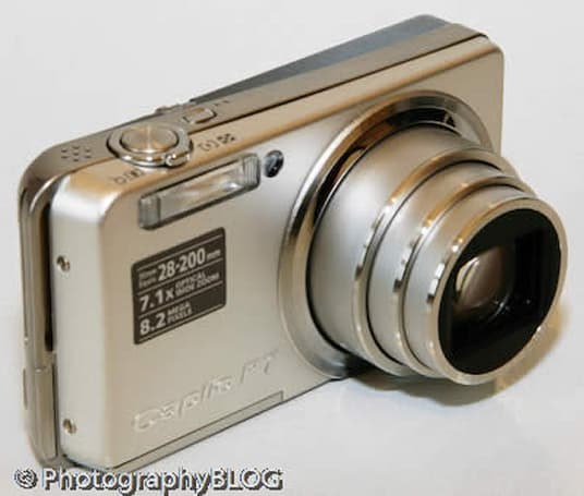 Ricoh Caplio R7 gets reviewed