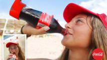 自撮り棒ならぬ自撮り瓶。コカ・コーラ・イスラエルが「Selfie Bottle」制作、夏イベントで配布。SNSアップ対応
