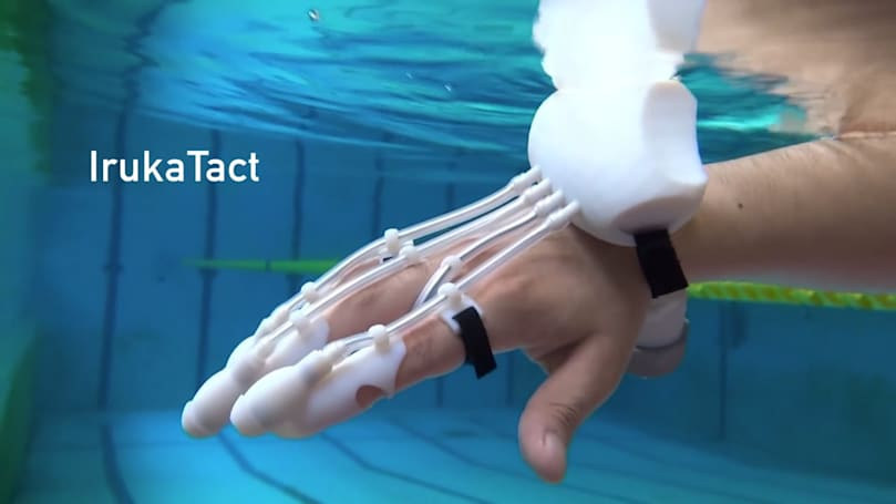 This DIY sonar glove can 'feel' distant objects underwater