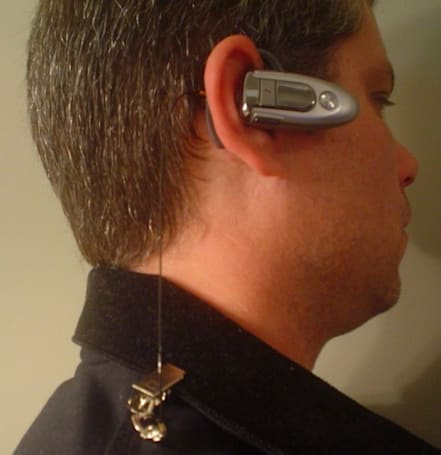 bluDANGLE makes wireless earpieces a little less wireless