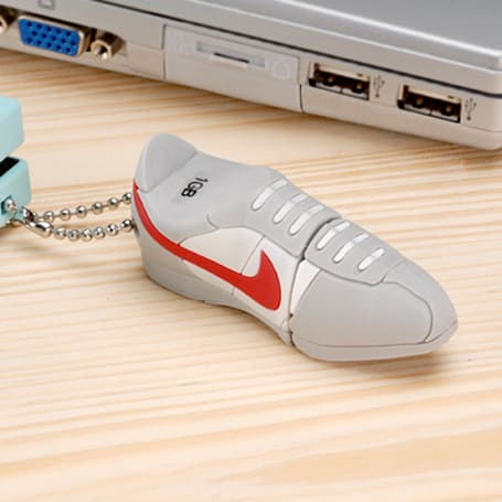 1GB Nike shoe USB flash drive disregards trademark