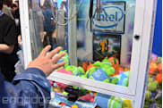 This is what it's like to operate an arcade claw machine using just gestures (video)