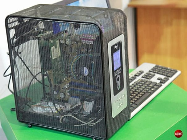 Open-mesh PC case keeps heat, dust bunnies at bay