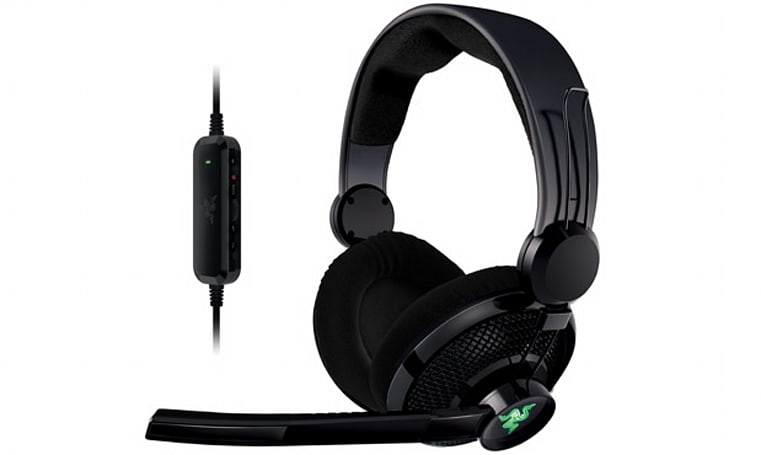 Razer tweaks its Carcharias headset to outfit the Xbox 360, shipping now for $69.99