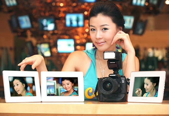 Samsung lets WiFi photo frame loose in Korea
