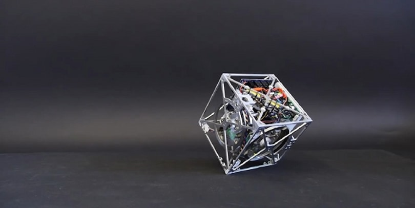 Swiss researchers created a cube that can sit, jump and walk (video)