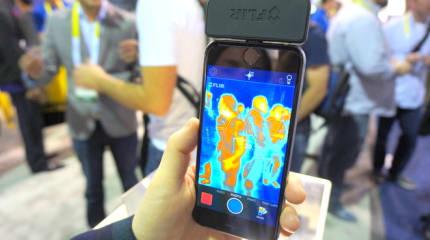 iOS/Android用サーマルカメラFLIR ONEに新モデル。小型化で対応機種拡大と自撮りに対応、画素数も4倍に