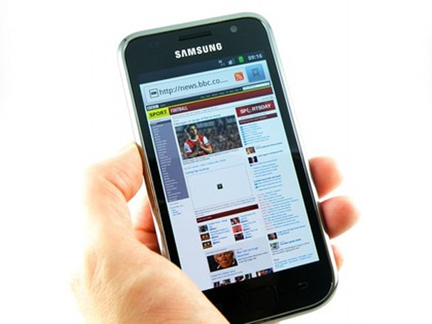 Samsung Galaxy S Plus gets placed in loving hands, photographed for all to see