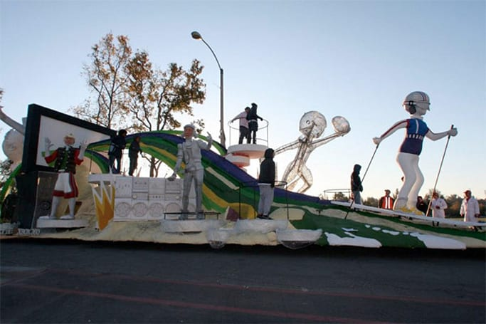 Microsoft brings Kinect float to Rose Bowl Parade: a making-of video