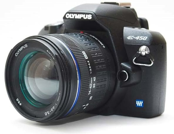 Olympus E-450 compact DSLR gets reviewed: entry-level through and through