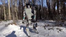 ヒト型ロボットAtlasが山野を自律歩行。BostonDynamics恒例「いじめタイム」にもめげず作業に励む