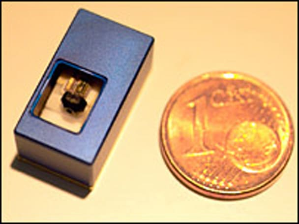 German researchers unveil a euro cent-sized projector