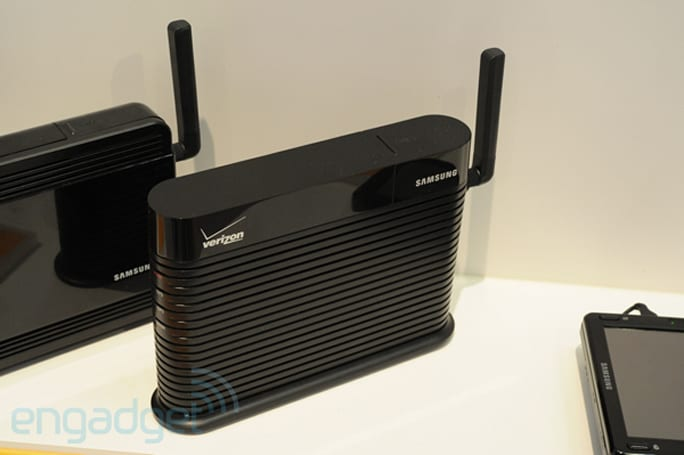 Samsung's 'combo' femtocell for Verizon in the wild at CES