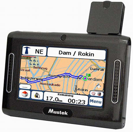 Mustek's GPS 200 falls out of the ugly tree