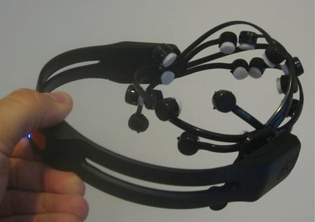 Emotiv EPOC gets reviewed by Joystiq, proves once and for all that videogames turn your brain into mush