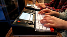 モノカキ向け作業没頭用タイプライターFreewrite発売。日本語対応、最大4週間持続のバッテリーでどこでも執筆