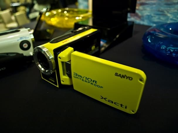"Video: Sanyo's collection of new ""dual cameras"" handled, critiqued"