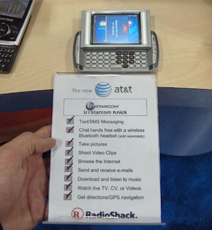 Sidekick-esque UTStarcom Knick surfaces for AT&T