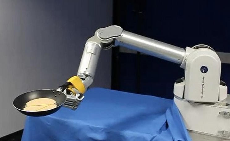 Robot arm learns to flip pancakes, can never know the joys of tasting one