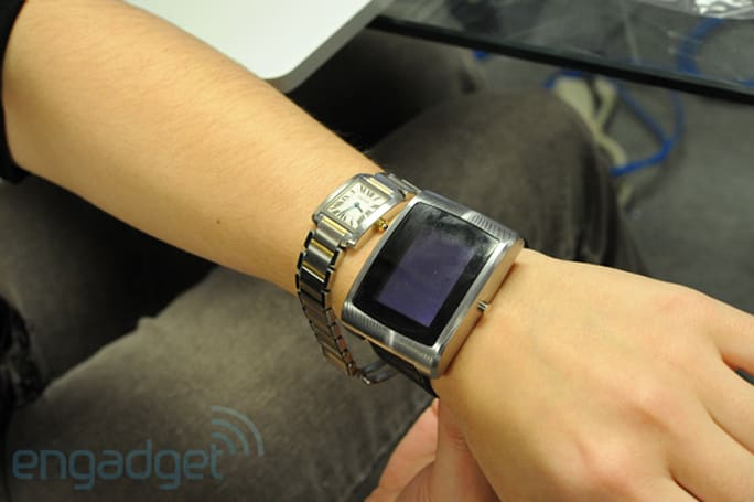 inPulse smartwatch for BlackBerry wrist-on