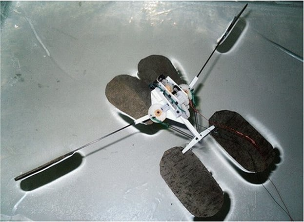 Chinese microbot walks on water, skims the surface of insect-inspired design