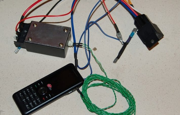 The DIY $10 prepaid cellphone remote car starter